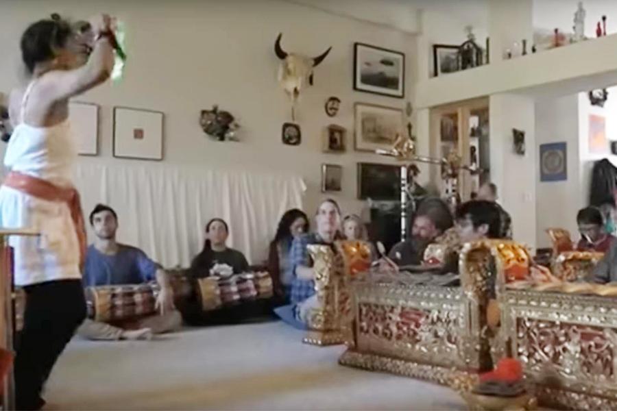 """Budaya Bali di Ekspor Oleh Kompiang Metri Davies Lewat Kelompok """"Gadung Kasturi"""""""