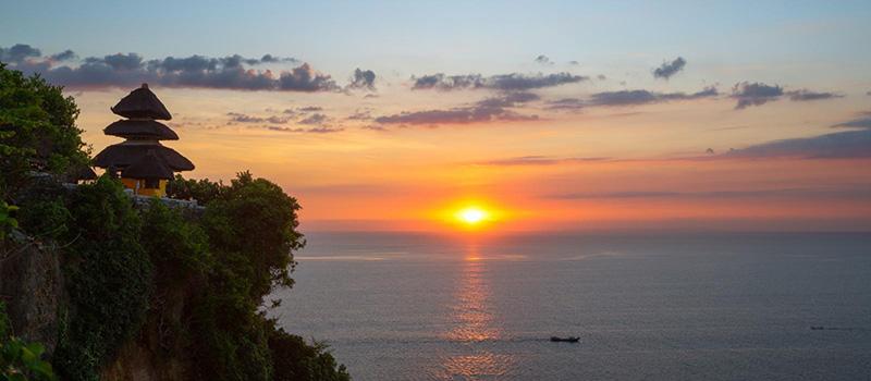 indahnya sunset di uluwatu, Bali