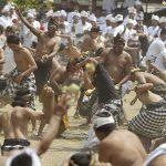 Tradisi Perang Kerupat